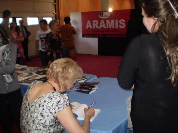 sesiune-de-autografe-bookfest