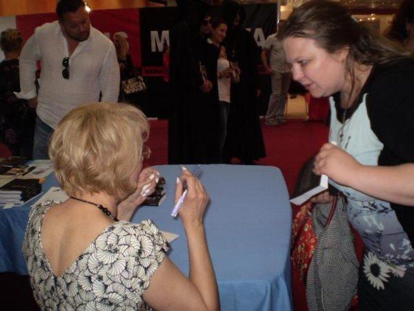 sesiune-de-autografe-doina-roman